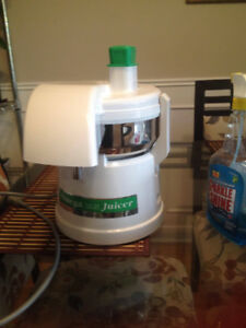 JUICER - Omega Fruit and Vegetable
