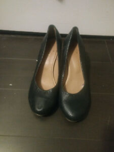 Women's size 8 or 39, Bueno, black leather heels