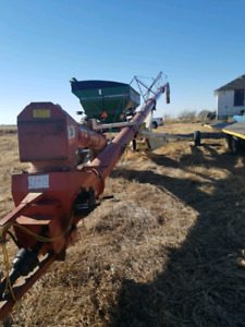 Farm king 1370  13 in x 70 foot  swing grain auger