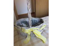 1x Basket complete with heart bubbles & 2x heart ornaments.