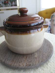 6.5 in. ROUND POTTERY BEAN CROCK [EARLY '70's] with LID