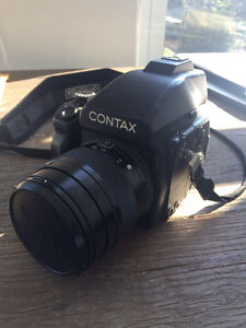 Contax 645 + 80mmZeiss lens+ extra back with insert