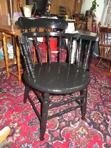 ANTIQUE CPR CABOOSE ROUND BLACK PAINTED CHAIR GREAT CONDITON ask