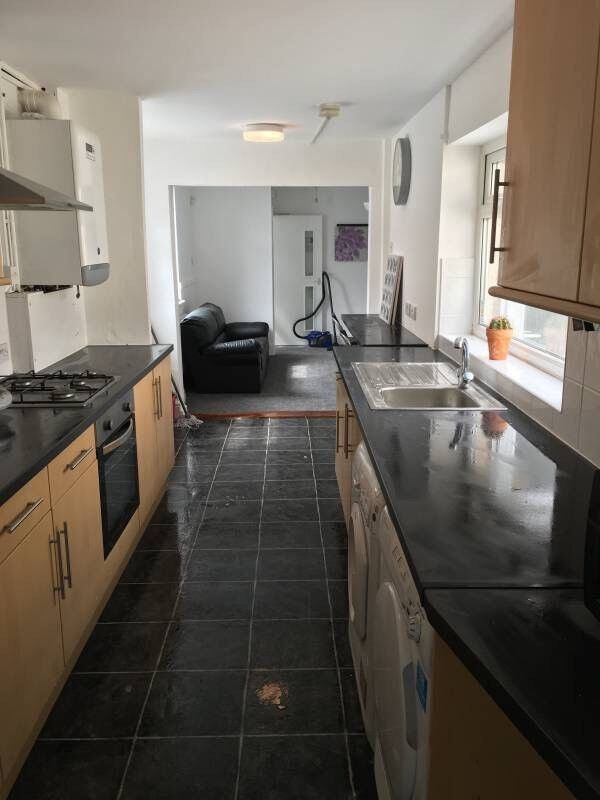 Ensuite High spec shared home 0.00 fee 0.00