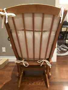Dutailier Rocking Chair Windsor Region Ontario image 3