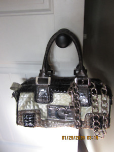 5 Assorted purses  plus 2  GUESS  brand name purses .
