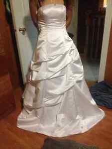 Alfred Angelo Wedding Dress 1645 - Size 4