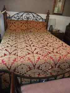 king size comforter and matching king shams in great cond