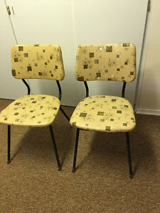 Retro 50's coffee table and unmatched chairs Moose Jaw Regina Area image 3