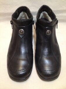 Almost New Black Leather Front Zippered Rieker Ankle Boots 38M
