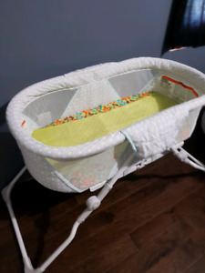 Folding baby bassinet with extra covers