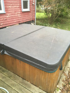 Hot Tub cover lid 2 years old