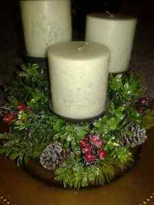 NEW CHRISTMAS /WINTER BERRY CANDLE HOLDER CENTERPIECE