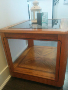 Wooden coffee table/side table with glass top