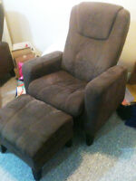 2 Matching Reclining Chairs!