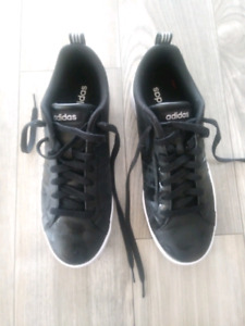 Womens Adidas Sneakers size 9 Brand new