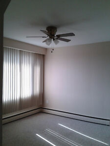 2 bdrm upper flr apt in a duplex. Available now. Clean/spacious