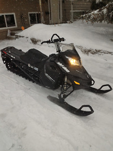 2014 Ski-doo Summit SP 600 for sale, LOW KMS, Lady driven.