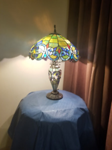 """Creel Victorian Tiffany Style Stained Glass Double Lit 26"""" Table"""