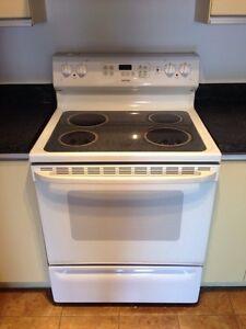 3 Electromenagers de cuisine - Cuisinière, frigo, lave-vaiselle