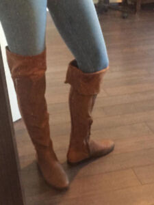 LIKE NEW IN BOX  KNEE HIGH LEATHER/SUEDE BOOTS SIZE 8.5