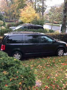 Dodge Grand Caravan / Stow n Go - 2012, Low kms.