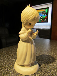 """""""Girl With Pearl"""" #102903 Precious moments figurine."""