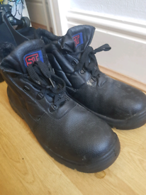 Men's steel capped hospitality boots