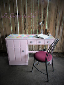 Sweet pink Desk and Chair Set