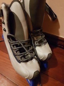 NEW Reebok Women/Youth Skates size 7