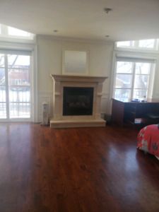 Walk to Sheppard subway stn large 1st floor room