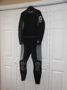 BARE mens wetsuit