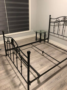 Metal bed frame in near perfect condition