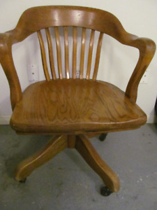 VINTAGE BANKERS OR COURT CHAIR GREAT SHAPE