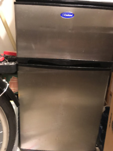 WORKING Small (Beer?) Fridge with Top (segregated) Freezer