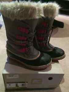 SORELS; size 6; light grey/pink/fur