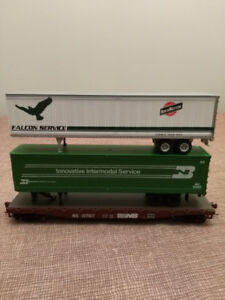 Ho scale train flat bed with 2 trailers
