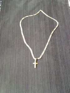 22 inch 10k Gold chain and Cross pendent!