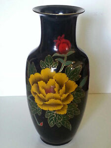 Decorative floral vase with 2 birds. black, gold, red. 45cm tall West Island Greater Montréal image 2