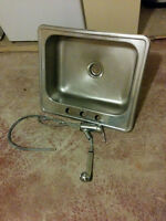large sink and pull-out spray faucet