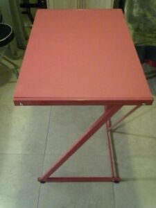 TABLE D'ORDINATEUR ROUGE EN Z
