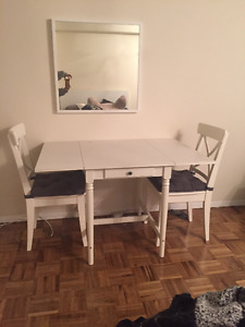 DROP LEAF TABLE AND 2 CHAIRS, WHITE
