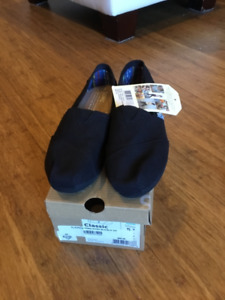Never worn toms shoes size 5 1/2