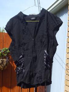 Chemise décorée avec des rubans