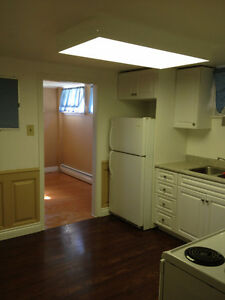 Spacious 2 bedroom apartment in Renfrew  Available August 1st