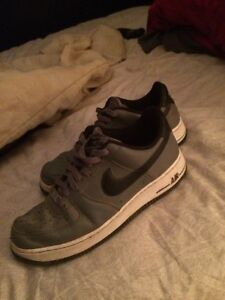 Nike Air Force One (Size 9)