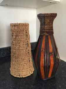 2 Decorative vases