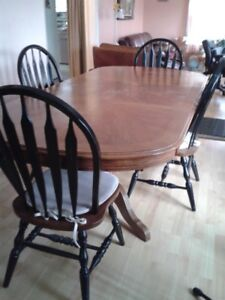 oak dining table with leaf and 4 chairs