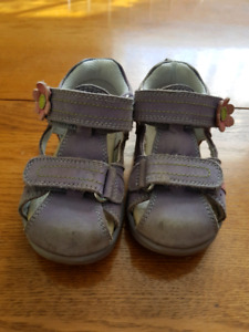 Sandals for a little girl, size 5,5