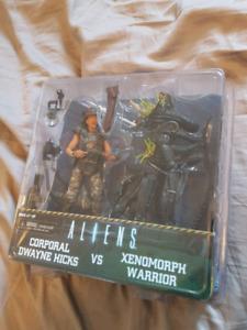 NECA Aliens Hicks vs Xenomorph Warrior
